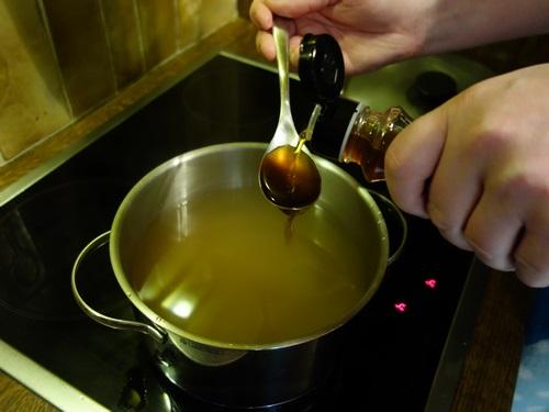 ajuster le goût avec de la sauce soja