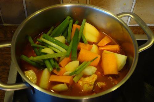 Ajouter les légumes à la soupe