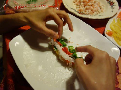 Placer les ingrédients au centre de la galette de riz