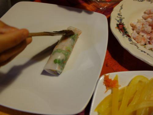 badigeonner au pinceau de cuisine le nem avec un mélange vinaigre et eau.